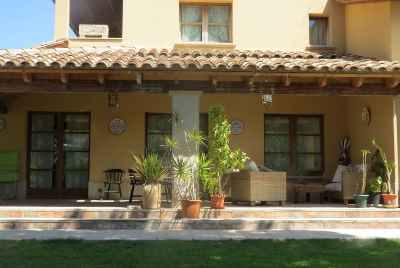 Beautiful villa near the beach with a pool, garden and barbecue in Costa Dorada